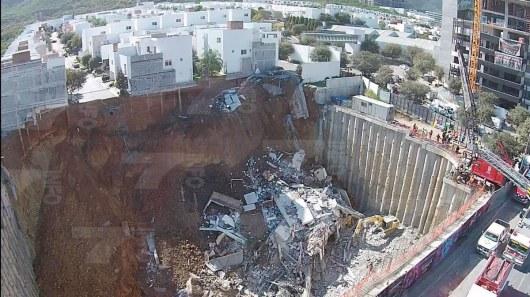 ВМексике 4 жилых дома провалились вкотлован